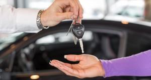 Donner sa voiture au concessionnaire en échange – ce qu'il faut savoir