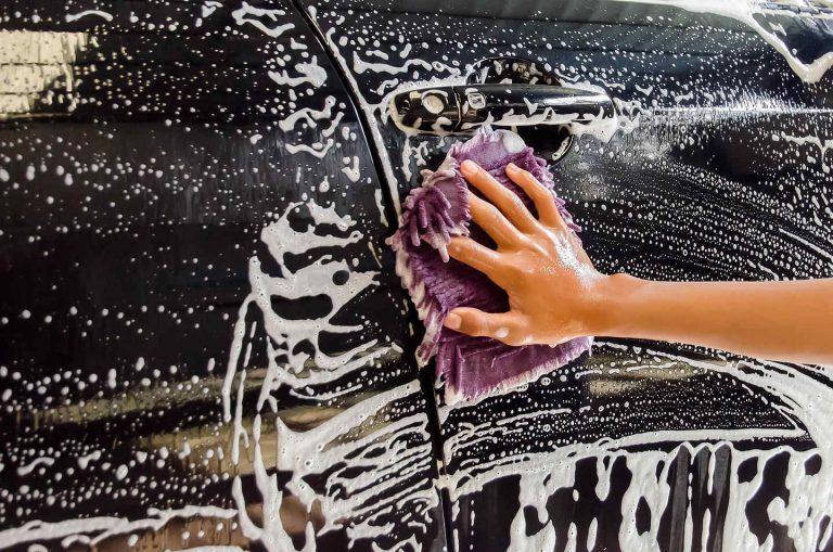 Comment conserver l'éclat de la peinture de sa voiture?